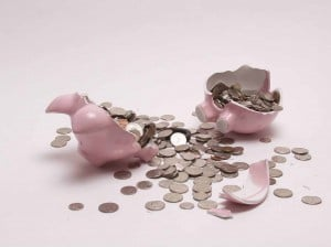 piggy bank broke bank money lose saving
