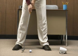 golf-putt-office-procrastinate