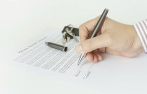 Signing a house rental contract