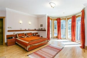 4a5e07e900000578 5522757 There Are Six Bedrooms Including A Large Main Bedroom With A Dre A 3 1521812823364